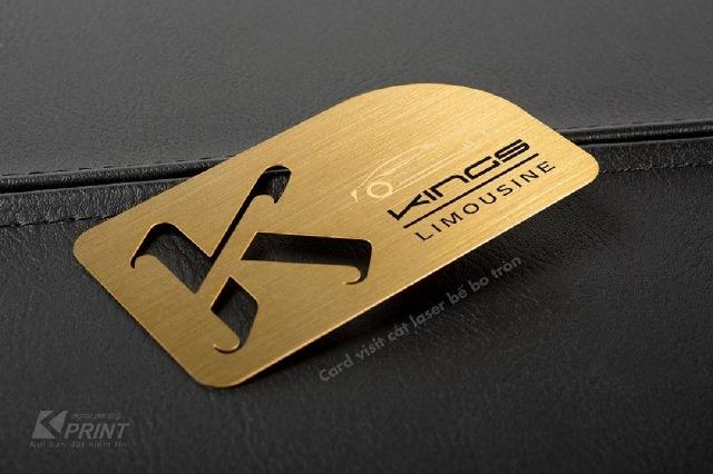 Name card nhựa được bo góc và cắt laser